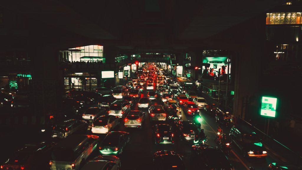 problemi lavoro Thailandia: Bangkok traffico di notte
