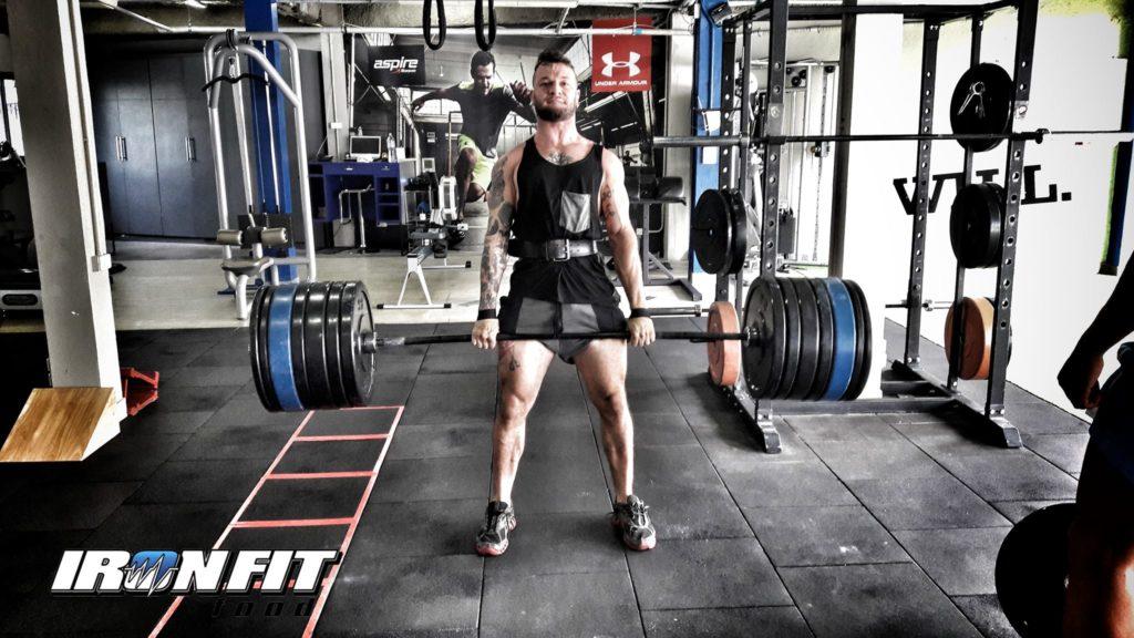 Allenamento avanzato per aumento massa muscolare con gli esercizi fondamentali stacchi deadlift