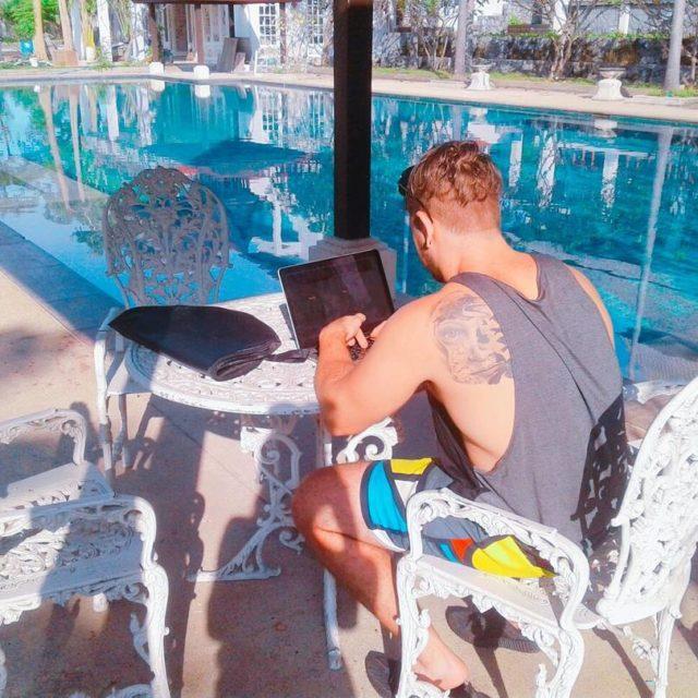 Building my empire on a sunny day noofficetoday swimmingpool digitalmarketinghellip