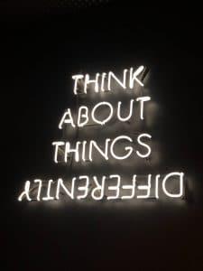 Pensiero laterale: cos'è e come applicarlo nell'era digitale