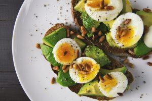 Cos'è e come funziona la dieta delle uova